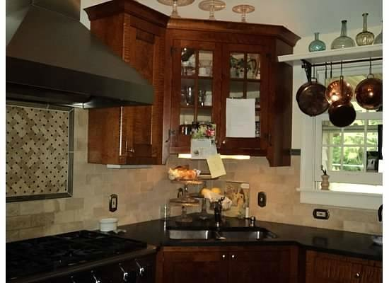 Burlington's Willis Graves Bed and Breakfast Inn:                   Nancy's  kitchen
