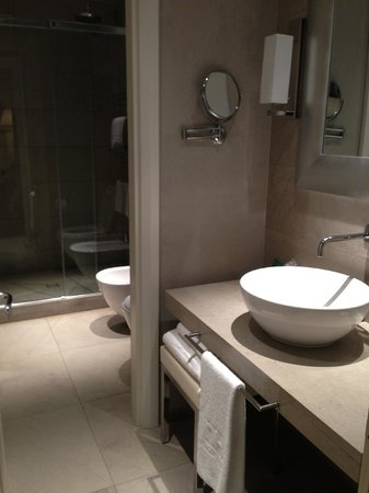 NH Collection Firenze Porta Rossa:                   Beautiful bathroom