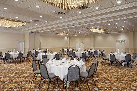 DoubleTree By Hilton Hotel Fayetteville: Ballroom