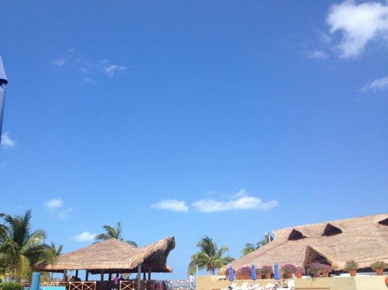 Presidente InterContinental Cancun Resort:                   Poolside
