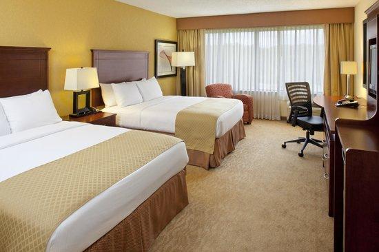 DoubleTree By Hilton Hotel Fayetteville: 2 Queen Beds Bedroom