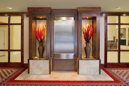 DoubleTree By Hilton Hotel Fayetteville: Lobby Waterfall