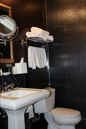 Hotel Mazarin:                   Bathroom