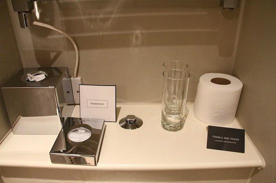The Halcyon Hotel: bathroom