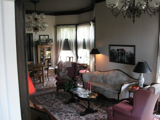 Quimper Inn:                   Living Room