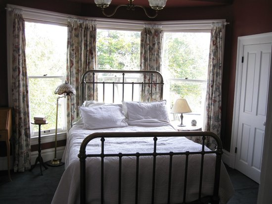 Quimper Inn:                   Michele's Room