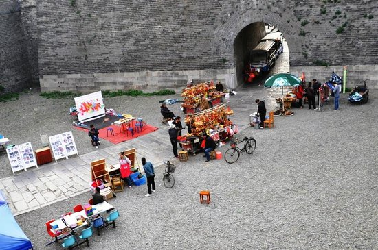 Jingzhou Historical and Cultural City Area :                   Here is one of the places you can take pictures in traditional & ancient chine