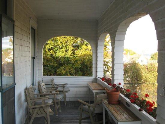 Quimper Inn:                   Balcony