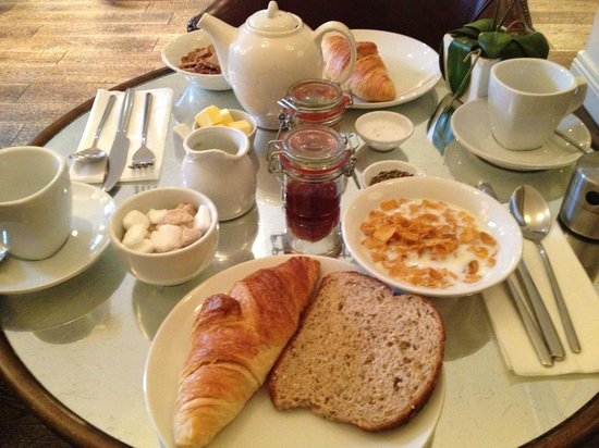 The Halcyon Hotel: breakfast