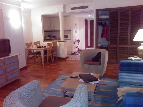 Pestana Miramar Garden Resort Aparthotel:                                     1 BR appartment - spacy rooms