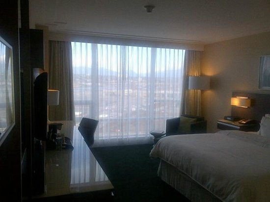 Westin Wall Centre Vancouver Airport: Room