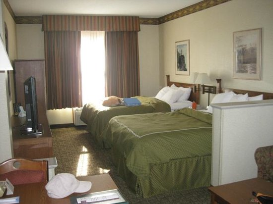 Comfort Suites Canal Park:                   Luxurious Rooms