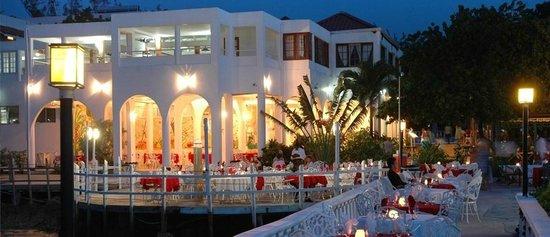 Franklyn D Resort & Spa: Dining