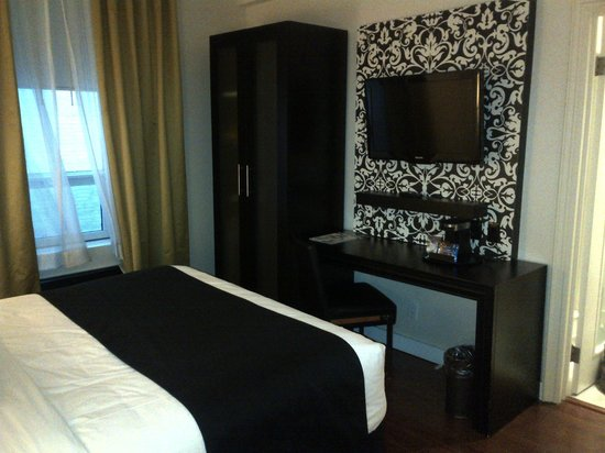 Hotel Victoria:                                     TV, desk, wardrobe (with ironing board, hair dryer, etc), an