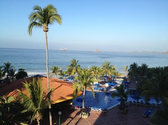 Barcelo Ixtapa:                   playa !! desde habitación 306