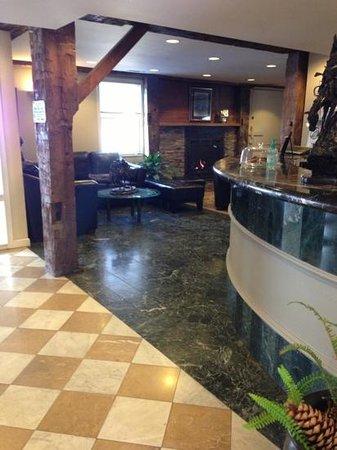Inn at the Mill: Lobby
