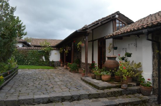 Hacienda San Agustin De Callo: View of the hacienda's courtyard