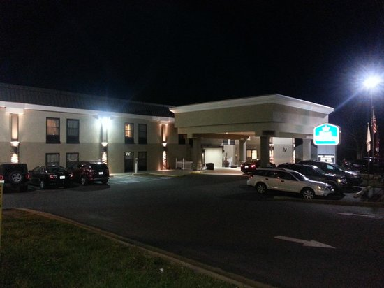 BEST WESTERN Albemarle Inn: Night View!