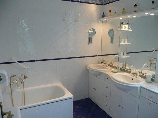 La Vasconia:                   salle de bain manoir