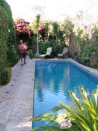 Casa Flores:                   Courtyard pool