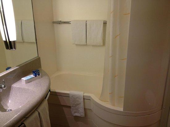 Hotel Novotel Szczecin Centrum:                                     bathroom