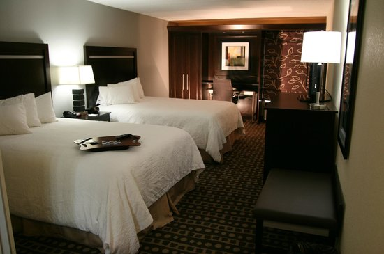 Hampton Inn Columbus West: 2 Queen Bed
