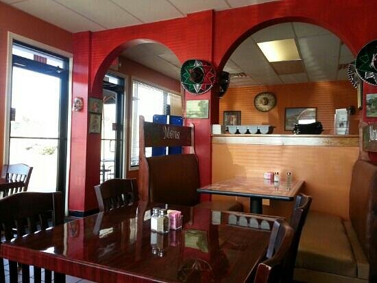 EL Monarca Mexican Restaurant:                                     Looking at the entrance of the restaraunt from the right.
