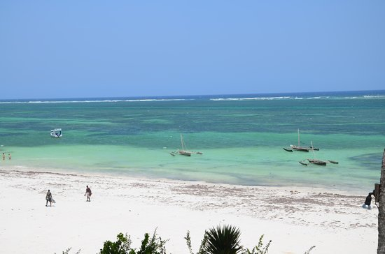 Baobab Beach Resort & Spa:                   white san beach