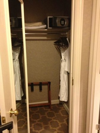 The Fairmont Dallas: Closet with robe and safe