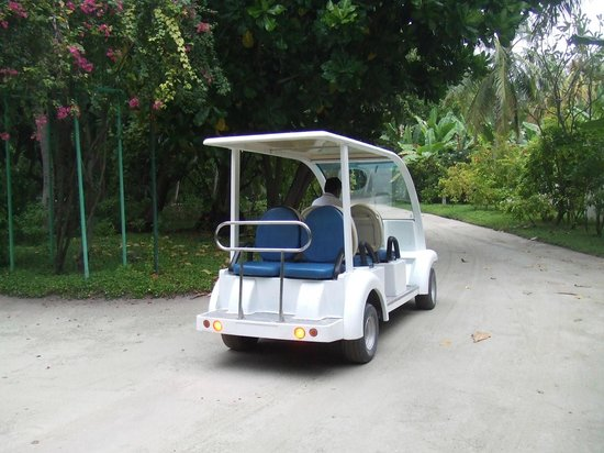 Kuramathi Island Resort: buggy transport