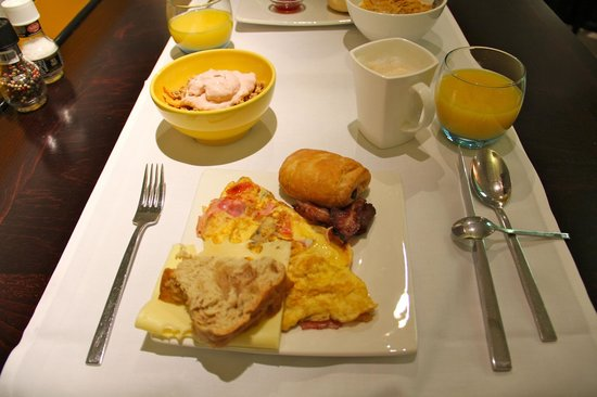 Banks Mansion:                   Breakfast