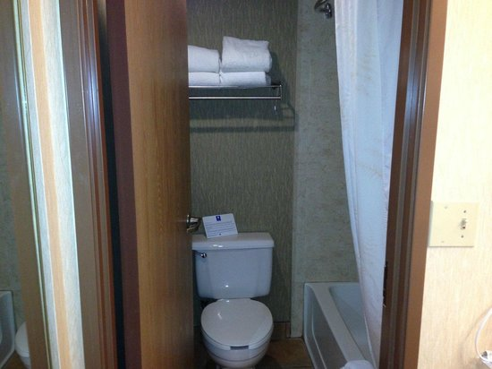 Comfort Inn Near Vail Beaver Creek:                   Bathroom