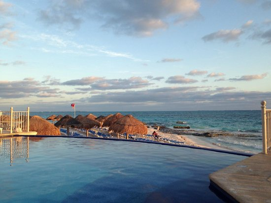 Hotel Riu Cancun:                   View from edge of infinity pool.  This area receives the most sun throughout t