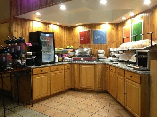 Comfort Inn Near Vail Beaver Creek:                   Breakfast area - This is nice