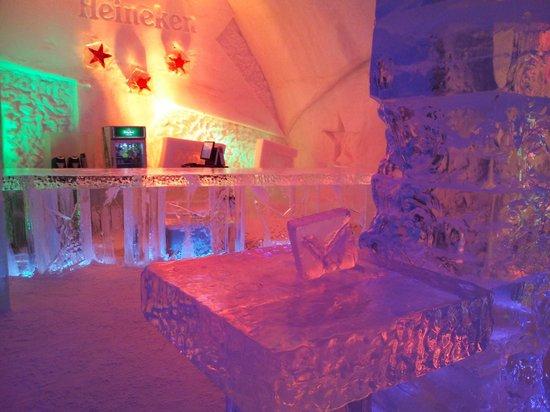 Hotel de Glace:                   bar area