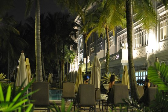 Eastern & Oriental Hotel:                   The pool and bar area
