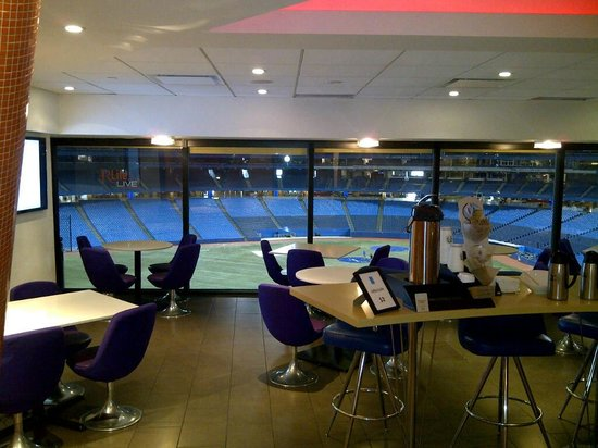 Renaissance Toronto Downtown Hotel:                   Restaurant view to Skydome stadium
