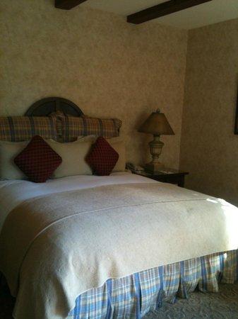 Vintners Inn:                   comfy bed