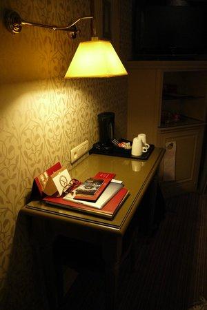 Hotel Arioso:                   desk