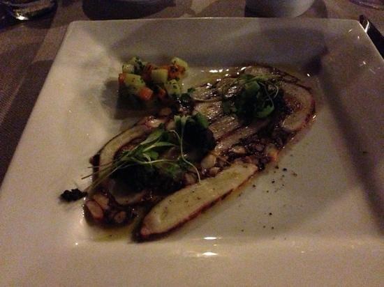 Essque Zalu Zanzibar: холодная закуска из осьминога