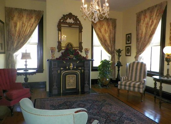 White Cliff Manor Bed and Breakfast:                   Sitting room