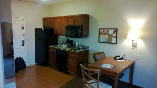Candlewood Suites Temple:                   kitchen