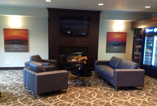 Ramada Pitt Meadows : Renovated Lobby