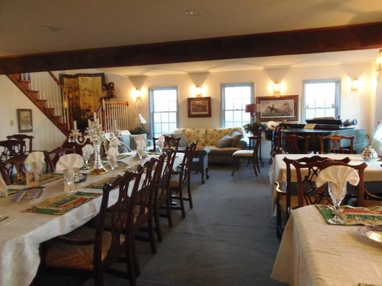 Battlefield Bed and Breakfast Inn:                                     Ding Room