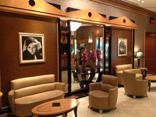 Hotel Metro:                                     Lobby