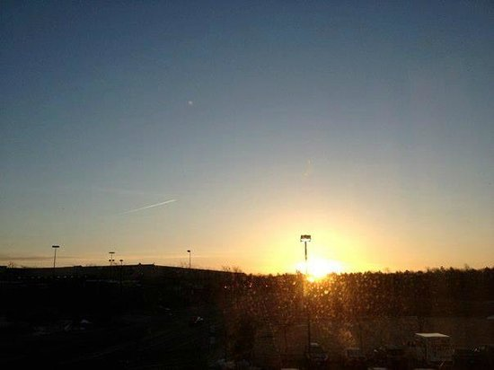 Courtyard by Marriott Kingston:                   Our view at dawn