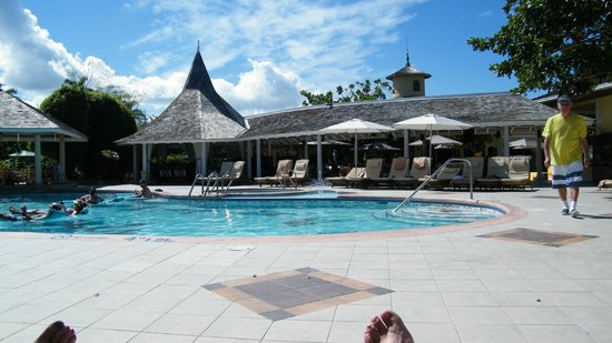 Sandals Royal Caribbean Resort and Private Island:                   pool with a swim-up bar