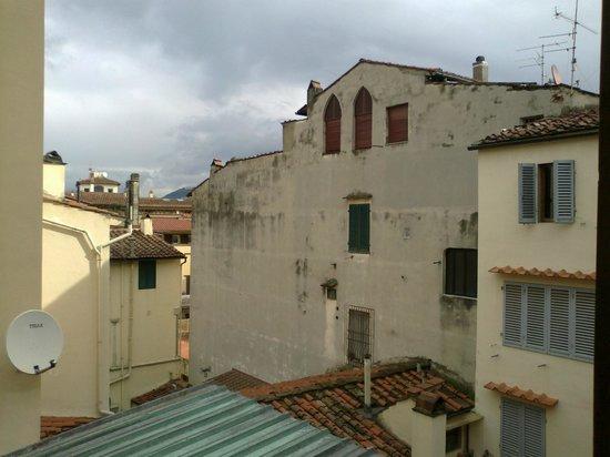 Hotel Duomo Firenze:                   vista dalla nostra camera....si vede Fiesole