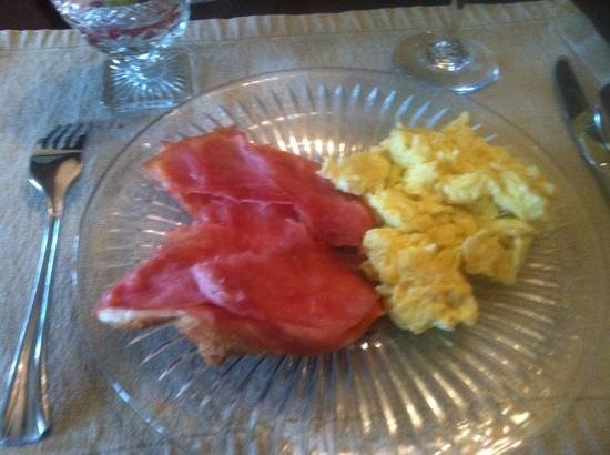 Robinwood Bed and Breakfast: main dish for breakfast