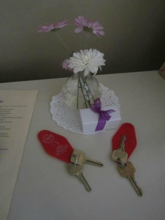 Bella Maggiore Inn:                   Keys, flowers and Chocolates